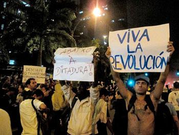 Popolo in strada in Brasile per protestare contro la crisi e il governo