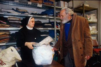 Caritas_poveri-distribuzione-viveri