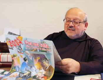 Padre Mario Collarini, direttore responsabile del Calendario di ''Frate Indovino'' tiene in mano l'edizione 2014