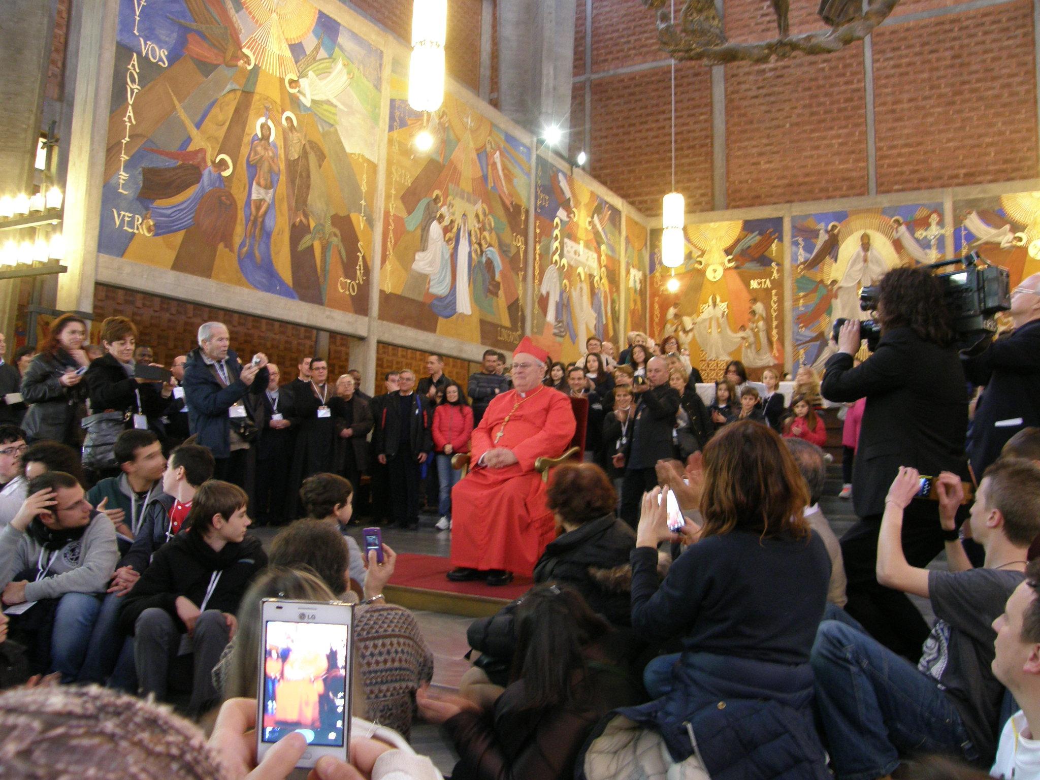 Il Card. Bassetti con i suoi fedeli nella chiesa di San Gregorio a Roma il giorno del Concistoro in cui è stato creato Cardinale
