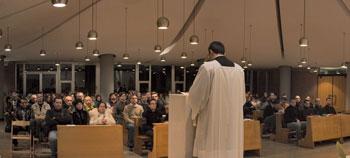 Un'assemblea durante la celebrazione della liturgia