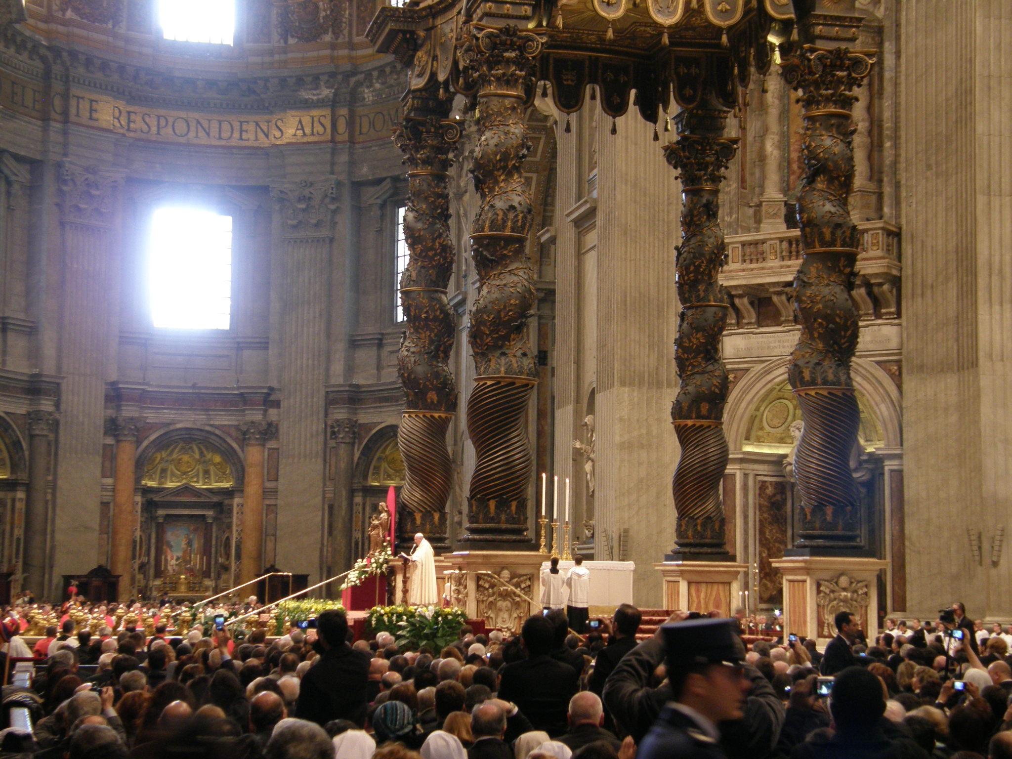 Papa Francesco nel Concistoro ordinario pubblico per la creazione di 16 nuovi Cardinali tra cui l'Arcivescovo di Perugia - Città della Pieve Gualtiero Bassetti