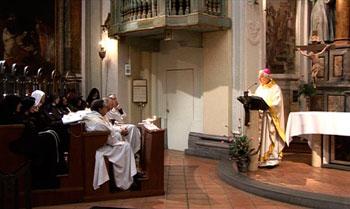 La celebrazione nella chiesa delle Clarisse del monastero Buon Gesù, insieme al vescovo Benedetto Tuzia per un pomeriggio di riflessione sulla vita consacrata