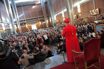 Nella chiesa di San Gregorio VII l'incontro di Bassetti con i 1500 fedeli delle parrocchie della diocesi giunti a Roma per il Concistoro