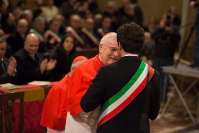 Il sindaco Boccali (di spalle) saluta il card. Bassetti