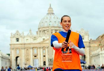 """Un'atleta durante la """"Corsa della Fede"""" promossa dal CSI tenutasi a Roma lo scorso ottobre"""