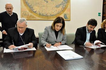 Il momento della firma del protocollo d'intesa