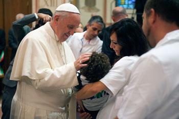 Papa Francesco durante la visita al Serafico ad Assisi