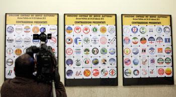 Pannelli con i simboli dei partiti per le elezioni del 2013