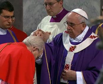 Papa Francesco impone le ceneri ai cardinali