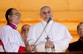 Papa Francesco la sera dell'elezione si presenta a Roma e al mondo