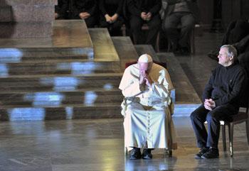 Papa Francesco e don Ciotti durante la veglia di preghiera per le vittime di tutte le mafie