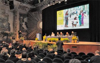 Il tavolo dei relatori e la platea durante il convegno