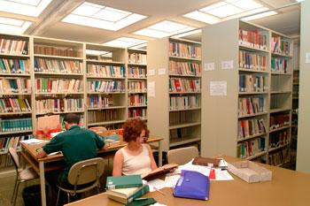 Studenti nella biblioteca di Giurisprudenza