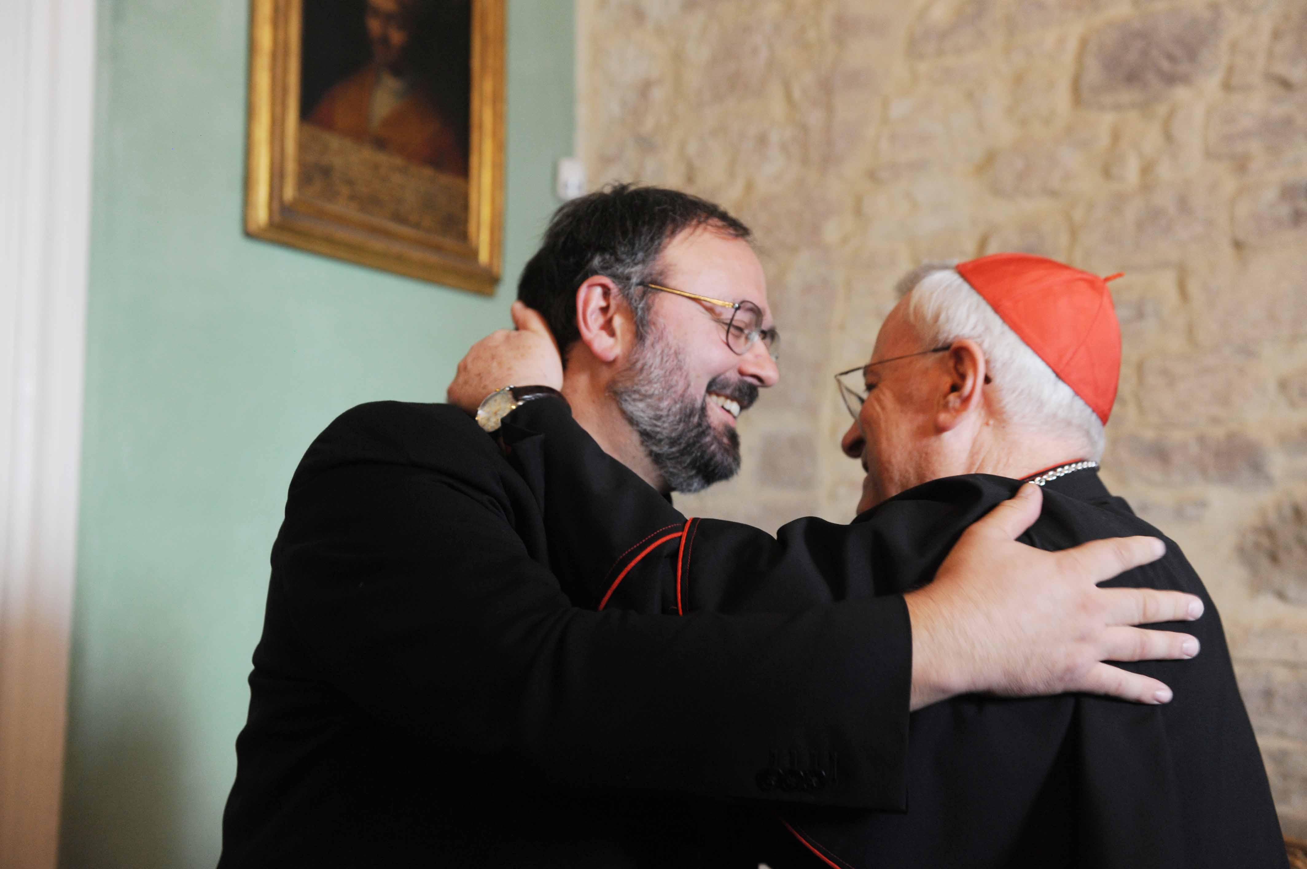 Il Cardinale Bassetti e il neo nominato vescovo Paolo Giulietti
