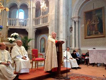 La messa celebrata nella chiesa di Castiglione della Valle