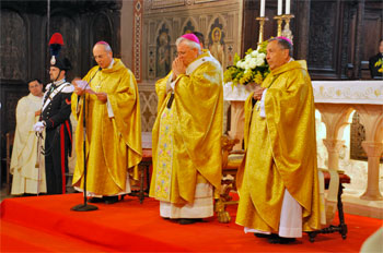 Mons. Bassetti insieme a mons. Ceccobelli e mons. Bottaccioli durante la celebrazione del 2011