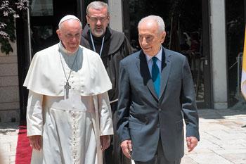Papa Francesco con Peres