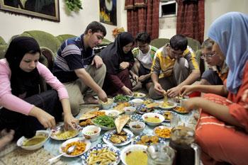 Cena di Ramadan in famiglia
