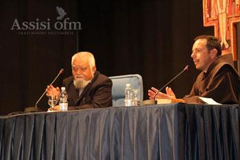 Enzo Bianchi, priore della Comunità di Bose, durante il suo intervento alla Domus Pacis
