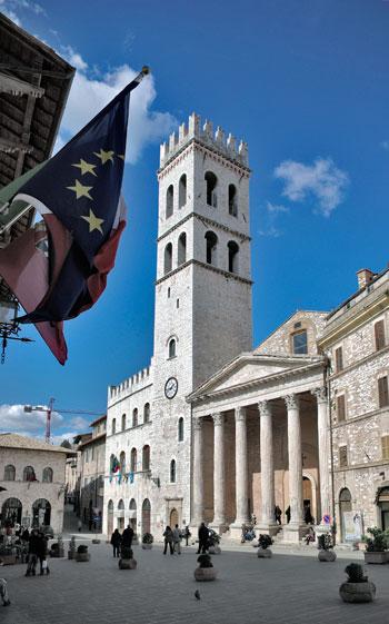 Assisi, piazza del Comune