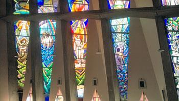 Un particolare delle vetrate progettate da don Nello Palloni