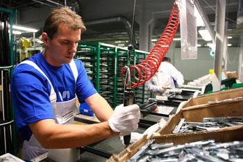 impresa-immigrati-meccanica-montaggio-lavoro