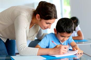 insegnante-scuola-aiuto-compiti