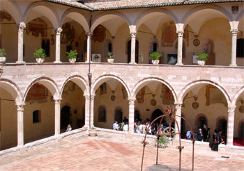 Assisi-chiostro