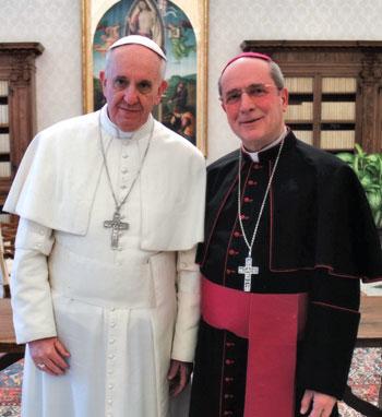 Mons. Mario Ceccobelli con Papa Francesco in occasione della visita ad limina