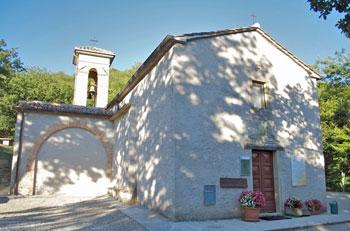 La piccola chiesa di Santa Cecilia Eremita a Montelovesco