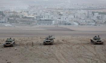 Truppe dell'Isis durante l'assedio alla città siriana di Kobane