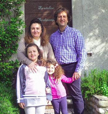 Francesco Testaferri e Lucia Marcaccioli con le figlie