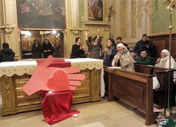 Un momento dell'incontro in chiesa animato dalla suore
