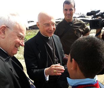 I cardinali Bassetti e Bagnasco in un momento della visita a Gaza