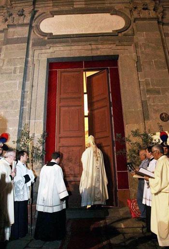 Il Cardinale Muller chiude la Porta Santa di Bolsena
