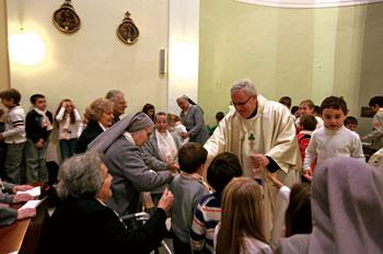 L'Arcivescovo mons. Gualtiero Bassetti in visita alle suore di Gesù Redentore al Bellocchio, Perugia
