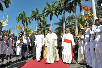 Colombo, 13 gennaio, l'arrivo di Papa Francesco in Sri Lanka