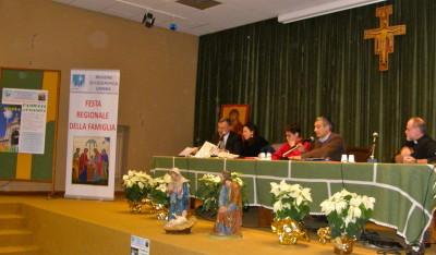 Da sinistra: Stefano e Barbara Rossi, Pina e Franco Miano e don Fabrizio Crocioni