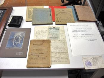 Alcuni dei documenti esaminati dagli studenti nell'Archivio diocesano di Gubbio