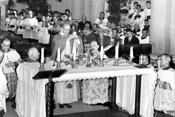Paolo VI celebra la prima Messa in italiano nella parrocchia di Ognissanti a Roma