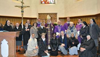 Foto di gruppo all'inizio della missione parrocchiale