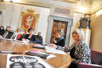 L'assessore Edi Cicchi durante la presentazione delle iniziative per l'8 marzo