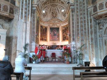 La messa della vigilia nella chiesa di Sant'Ercolano con i sacerdoti della diocesi
