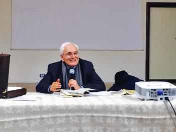 Un momento dell'incontro con don Gianni Colasanti alla Scuola Toniolo