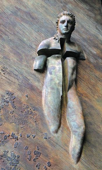 """Igor Mitoraj, """"Risurrezione"""", bronzo (2002), basilica S. M. degli Angeli e dei Martiri, Roma"""