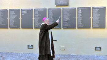 Il vescovo Piemontese benedice l'opera