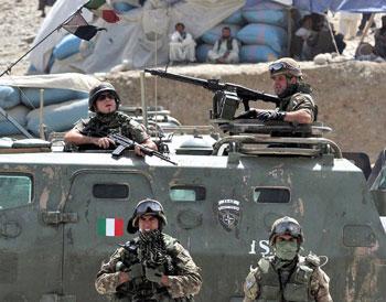 Militari durante la missione del Contingente italiano in Kosovo
