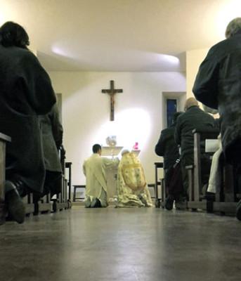 Un momento dell'incontro del Vescovo con i Consigli della Vicaria San Fortunato