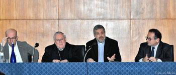 Il card. Bassetti con Gianni Di Cosimo ed Enrico Sarti al Convegno su Povertà della Chiesa